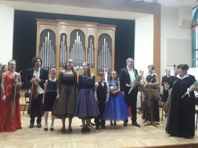 Воспитанница МЭЦ выступила в сопровождении камерного «Премьер-оркестра»