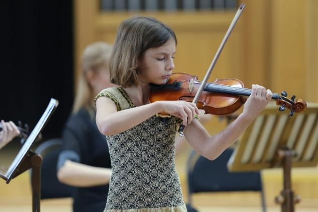 Выступление в сопровождении камерного «Премьер-оркестра»