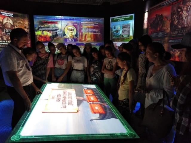 Учащиеся МЭЦ посетили музей «Россия – моя история»