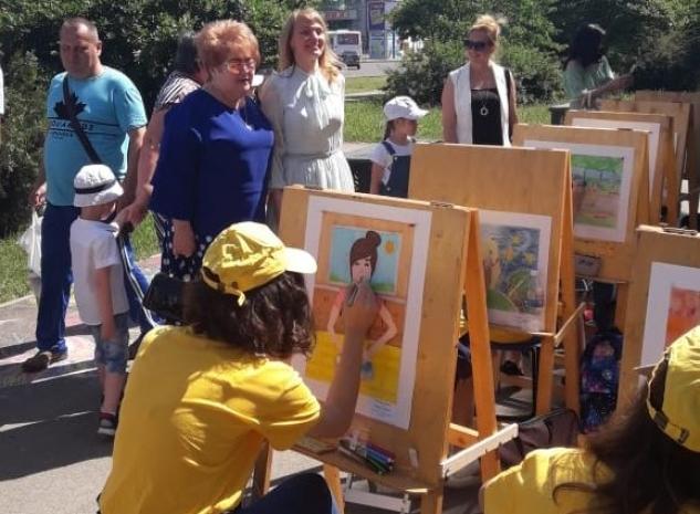 Воспитанники отделения изобразительного искусства МЭЦ приняли участие в городском праздничном мероприятии