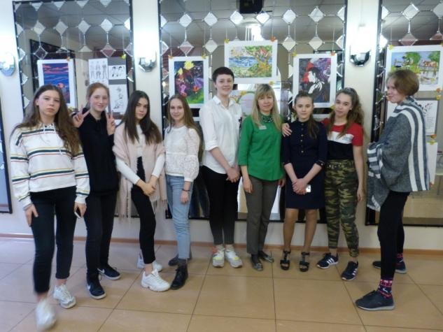 Выставка учащихся «Палитра образов и красок»
