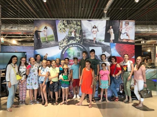 Участники Интенсивного курса английского языка посетили Интерактивный музей 3D картин