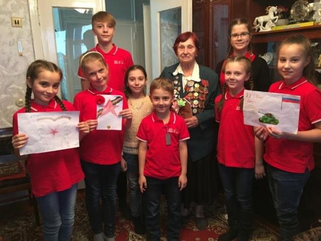 Воспитанники МЭЦ поздравили ветеранов с Днём защитника Отечества